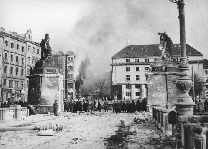 Palackeho most po náletu v únoru 1945